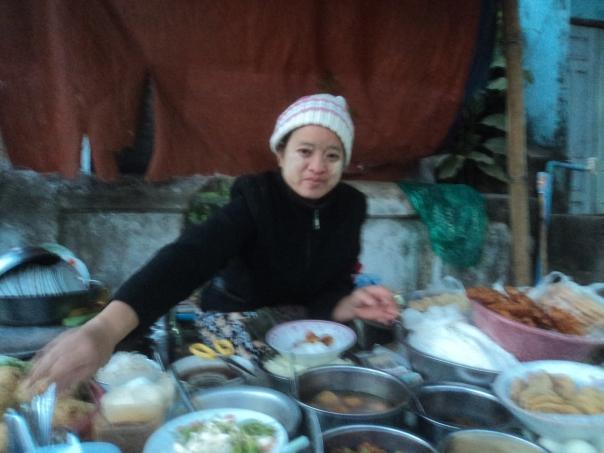 Rico desayuno birmano