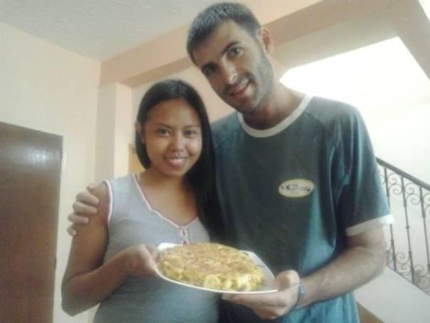 Cocinando mi tortilla de papas en Angeles con Rakel