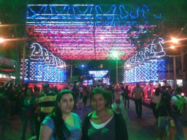 Yela y Diana en el Alumbrado de Navidad en Medellin
