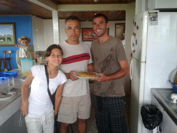 Con Angela y Luis , con mi tortilla de papas