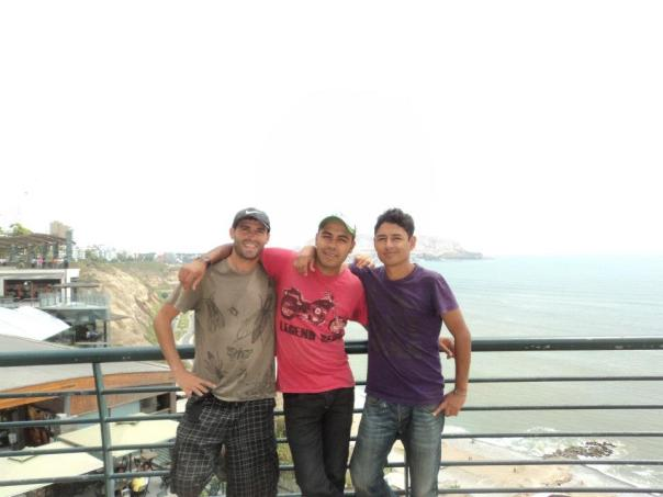Con Jose y Arturo , en el barrio de Miraflores