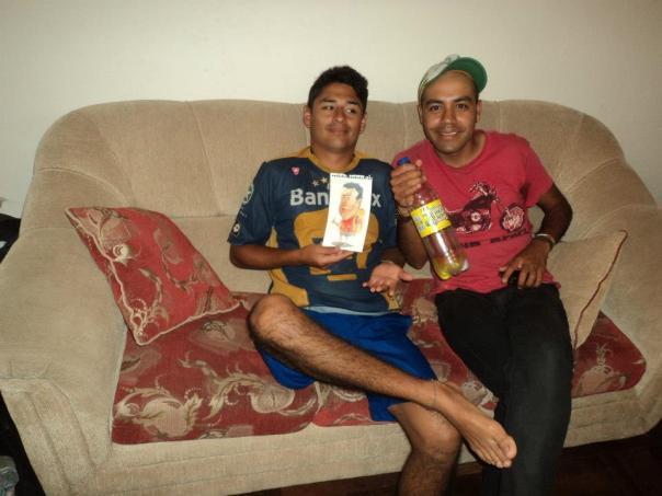 Arturo y Jose , con una caricatura de Martin