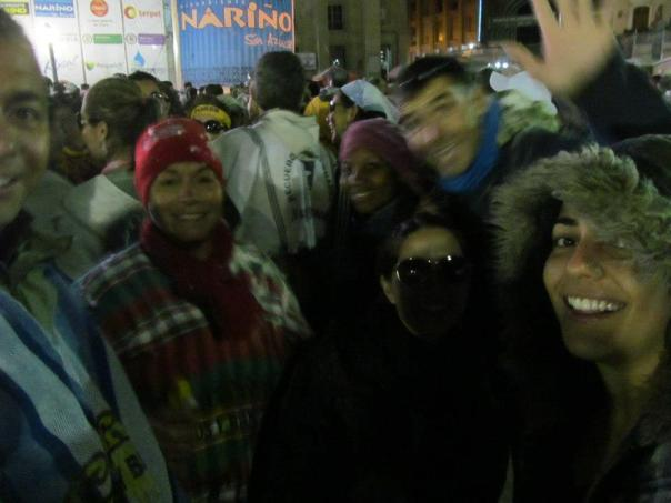 Con Miguel , Ivonne , Gabi , Ornella , Mama de Miguel , en la primera salida nocturna en Pasto