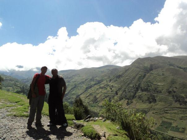 Con Oscar , paseando por Huaraz
