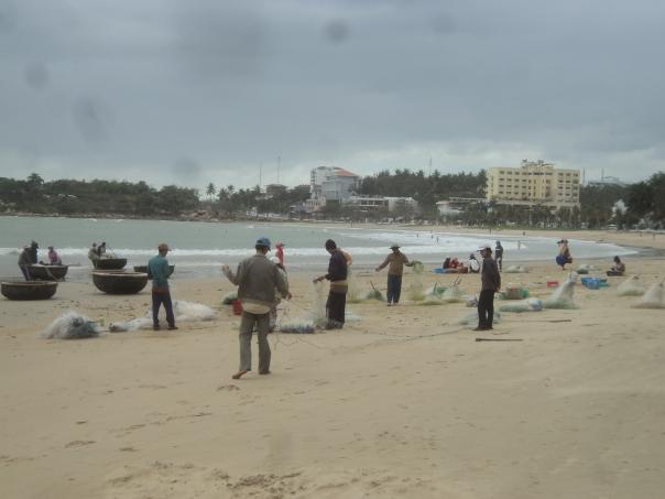 Pescadores en la Playa de Nha Trang