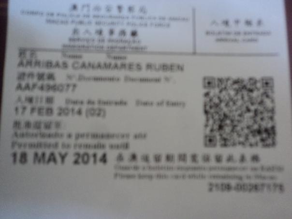 En vez de sello en el pasaporte .... Te entregan este papelito que tienes que conservar hasta tu salida...