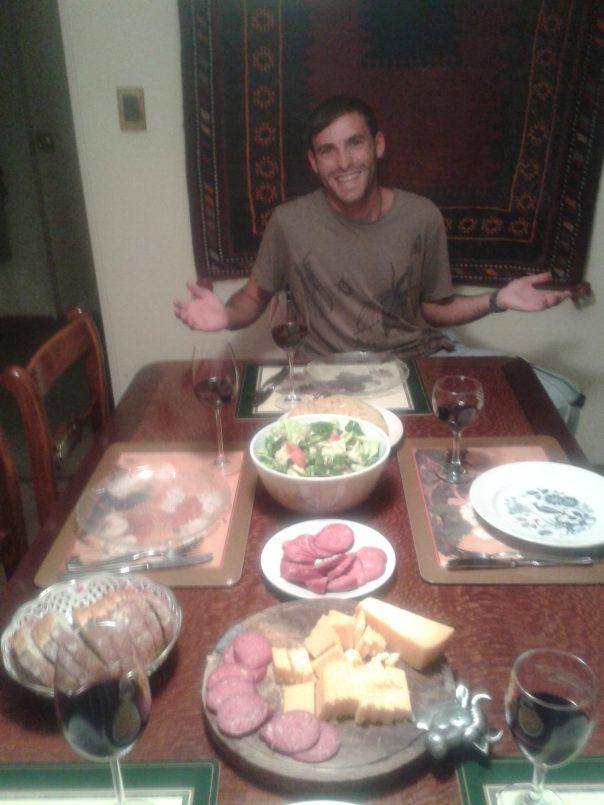 Rica cena , en Montevideo .
