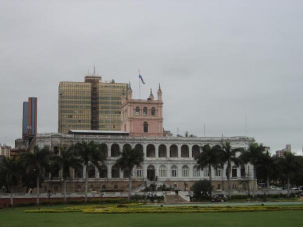 Palacio de Gobierno , en Asuncion .