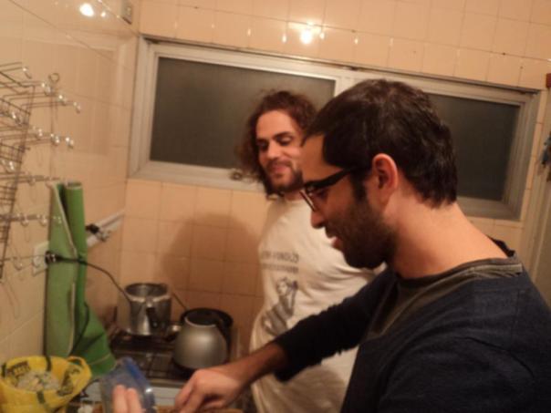 Joao y Pablo , cocinando ...