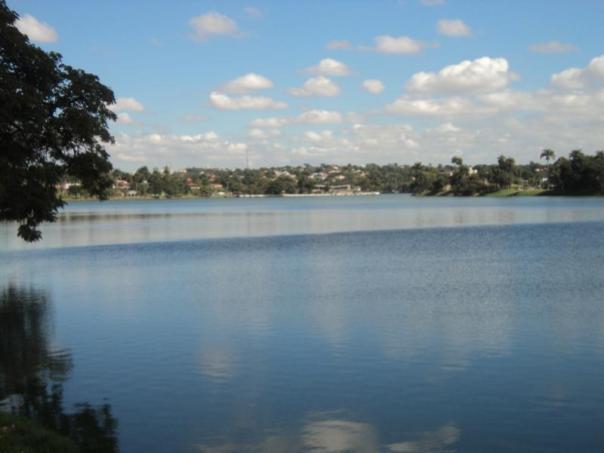 Lago a las afueras , en Bello Horizonte .