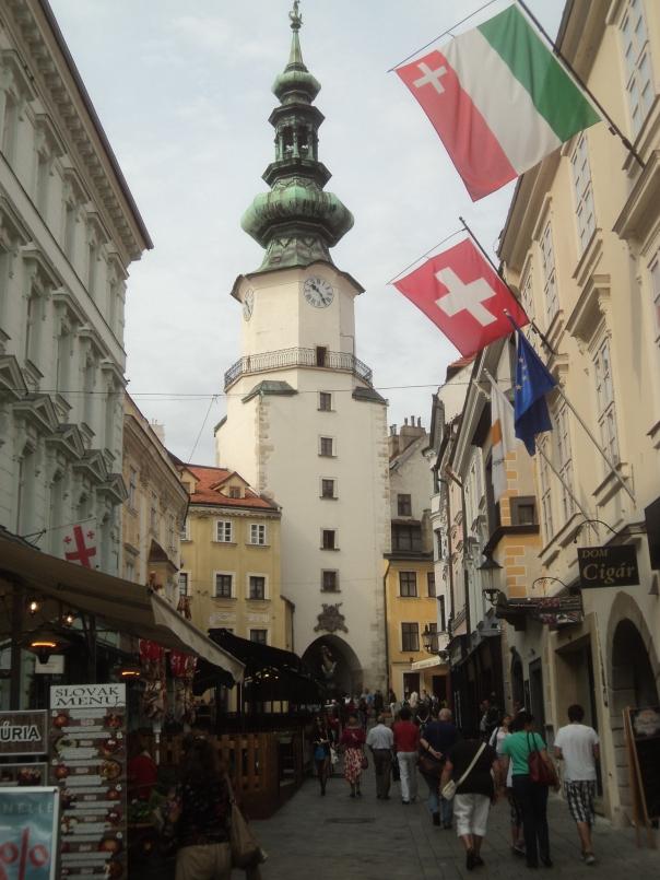 Calle peatonal , en Bratislava .