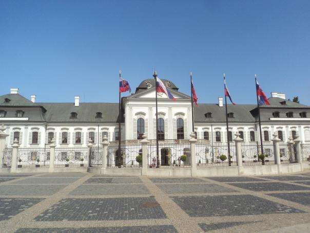 Edificio del Gobierno , en Bratislava .