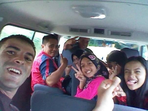 Entrando a Brunei , a dedo