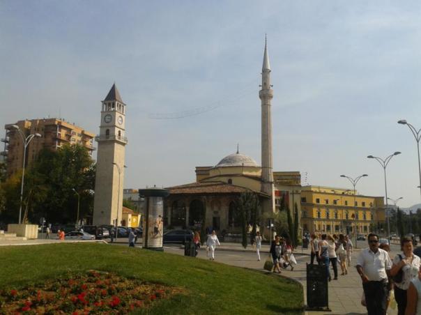 Mezquita , en el centro de Tirana
