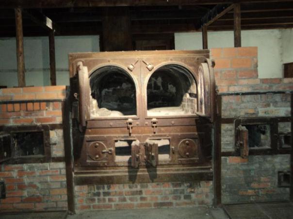 Horno crematorio , en un campo de concentracion .