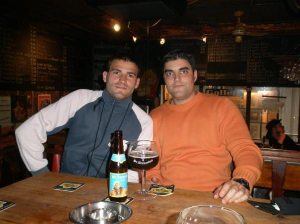 Con Sergio , tomando una cerveza .