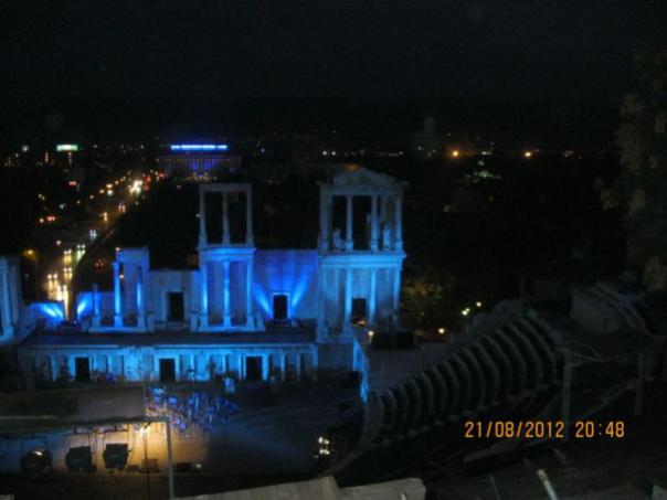 Teatro Romao iluminado , en Plovdiv .