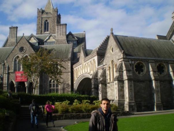 Iglesia al fondo , en Dublin .
