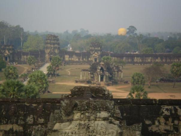 Vistas desde uno de los templos , en Angkor .