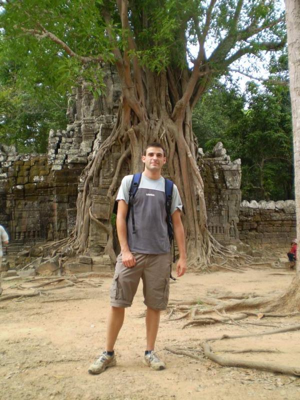 En uno de los templos , en Angkor  .
