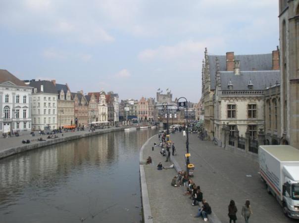 Junto al rio , en Gante .