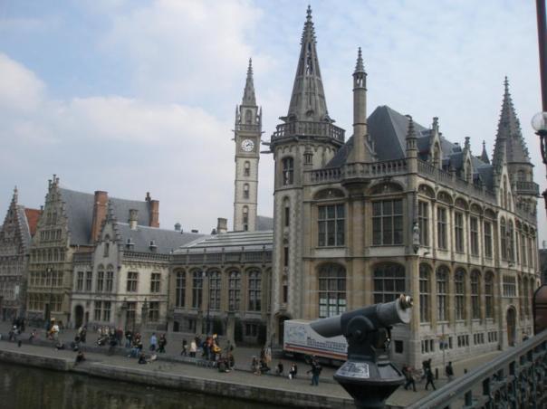 Vistas desde el rio , en Gante .