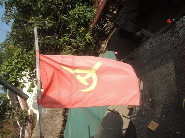 Bandera comunista .