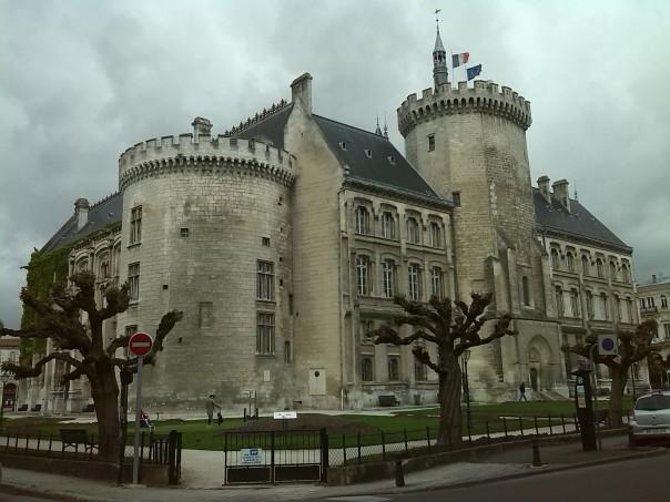 Ayuntamiento , Angouleme .